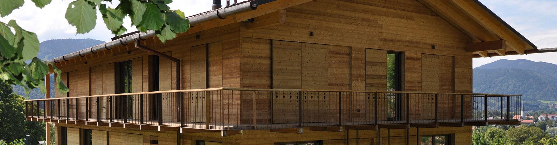 Schiebeläden-Holz-Schiebeladenantrieb-fassadenbündig